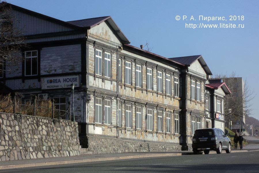 Дом бывшего вице-губернатора с канцелярией постройки 1910–1912 годов (улица Ленинская, 26).